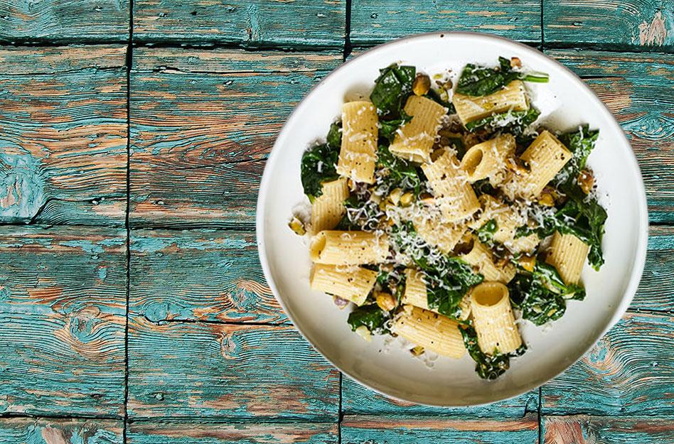 Pasta med hvidløg, spinat og pistacienødder